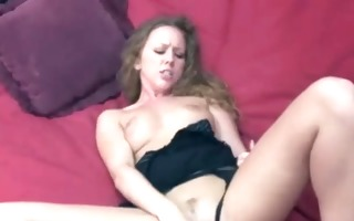 leighlani red in underware and fucking her toy