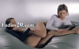 babes in hose fucking with strap on