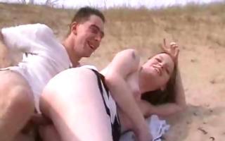 amateurs fuck on the beach